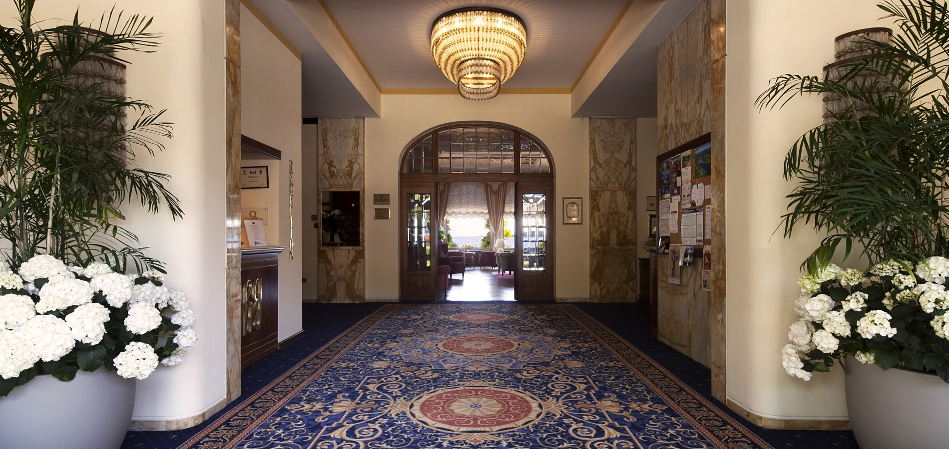Grand Hotel Foyer : Welcome in a historical building on the garda lake
