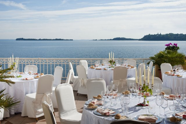 Wedding garda lake hotel gardone riviera for Terrace party decoration
