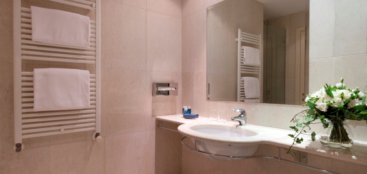 Deluxe-bathroom-
