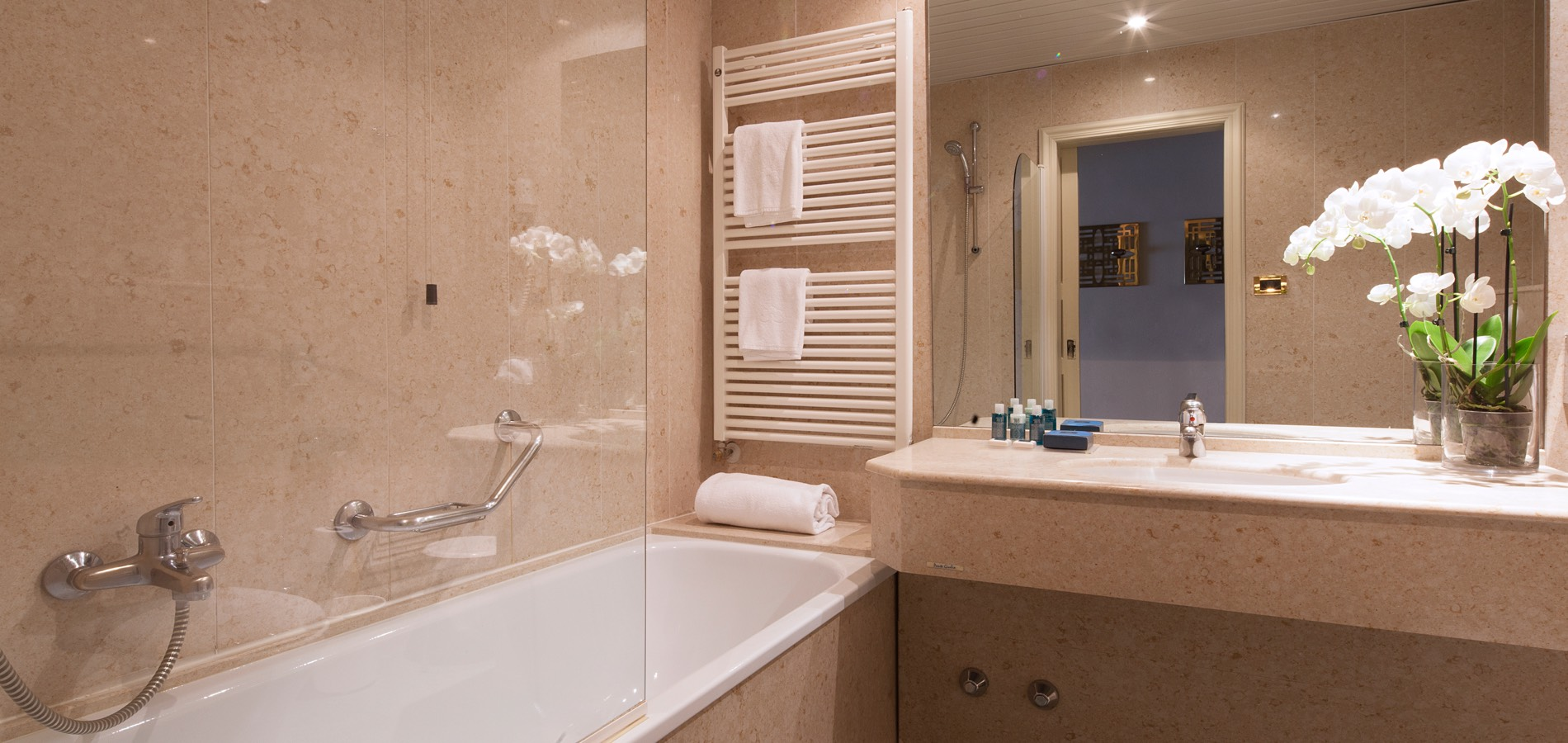 double-room-superior-bathroom