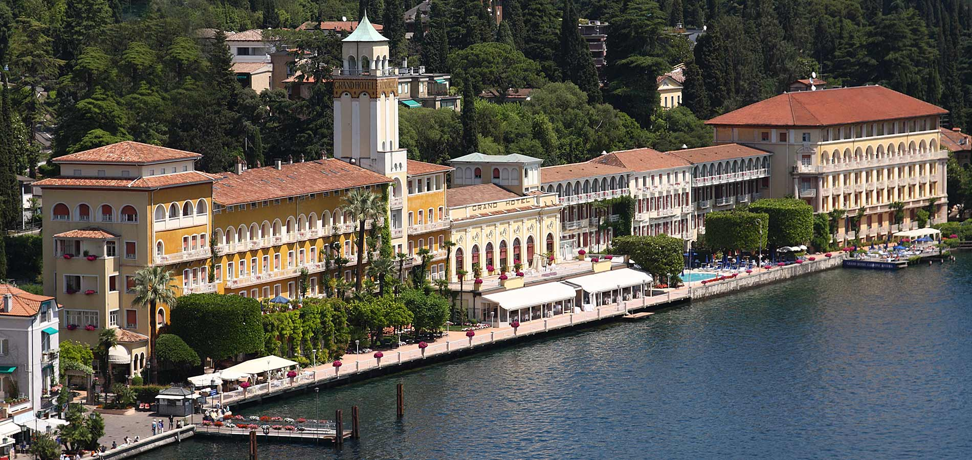4 star grand hotel garda lake direct on the seeside for Grand hotel